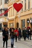Dekoracja centrum miasta w wigilię walentynki ` s dnia Fotografia Royalty Free
