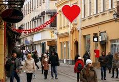 Dekoracja centrum miasta w wigilię walentynki ` s dnia Fotografia Stock