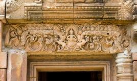 Dekoracja kamienni cyzelowania na górze wejścia antyczna świątynia Obraz Stock