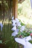Dekoracja papierowy anioł na ogrodzeniu. Obrazy Royalty Free