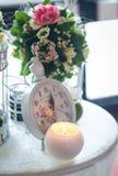 kwieciści przygotowania i dekoracje dla poślubiać obrazy stock
