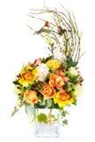 Dekoracja sztuczny plastikowy kwiat z rocznika projekta wazą Zdjęcie Royalty Free