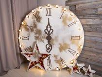 dekoracje świąteczne ekologicznego drewna Nowy rok zegarowi kuranty Nowego roku wakacje boże narodzenia zdjęcie stock