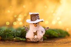 dekoracje świąteczne ekologicznego drewna Zabawkarski bałwan szczęśliwego nowego roku, fotografia stock
