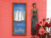 Dekoracje na kolorowej ścianie Zdjęcia Royalty Free