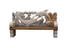 Dekoracyjna ławka robić kamień i drewno zdjęcia stock