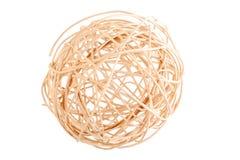 Dekoracyjna łozinowa piłka odizolowywająca na białym tle suszy gałązki staczać się w sferze obrazy stock