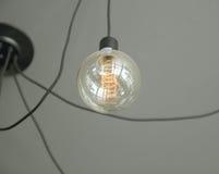 Dekoracyjna żarówka w kawiarni Pomysł dla sklepowej dekoraci Zdjęcie Royalty Free