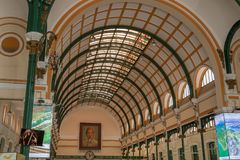 Dekoracyjna architektura na inside Ho Chi Minh miasta urząd pocztowy, także znać jako Saigon Środkowy urząd pocztowy, Wietnam fotografia stock
