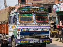 Dekoracyjna ciężarówka na ulicach Kathmandu zdjęcia stock