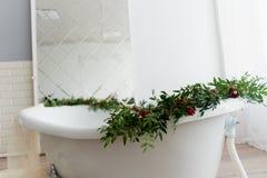 Dekoracyjna dekoracja kwiaty Zielenie, róże Kąpielowy wystrój Obrazy Royalty Free