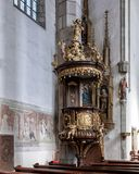 Dekoracyjna drewniana rzeźba i frescoes, kościół Świątobliwy Vitus, Cesky Krumlov, republika czech fotografia stock