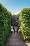 Dekoracyjna żelazo brama w ogródzie Fotografia Stock