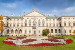 Dekoracyjna fasada baroku stylu Krasinski pałac w Warszawa widzieć od ogródu, Polska zdjęcia stock