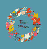 Dekoracyjna kwiecista round girlanda Doodle wianek z sercami, kwiatami i płatkami śniegu, Projekta wakacje elementy Obraz Royalty Free