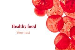 Dekoracyjna rama plasterki pomidory na białym tle odosobniony Fotografia Royalty Free