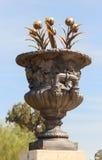 Dekoracyjna waza z złocistymi tulipanami Obraz Stock