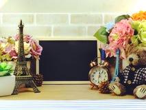 Dekoracyjna wieża eifla i różny domowy wystrój odnosić sie protestujemy Fotografia Stock