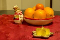 Dekoracyjna świeczka jak gwiazda na stole Zdjęcie Stock