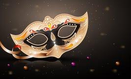 Dekoracyjna złota przyjęcie maska na glansowanym szarym tle ilustracji