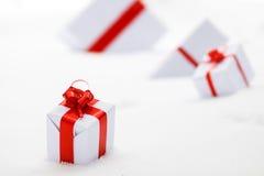 Dekoracyjni biali prezentów pudełka Zdjęcie Royalty Free