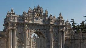 Dekoracyjni elementy na Dolmabahce pałac Architektoniczni szczegóły na dziejowej budynek fasadzie fotografia royalty free