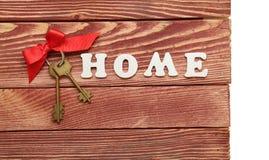 Dekoracyjni listy tworzy słowo dom z wiązką klucze Fotografia Stock