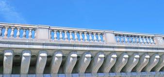 Dekoracyjni poparcia Dla Rekonstruującego Londyn mostu fotografia royalty free