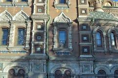 Dekoracyjni szczegóły fasada katedra odrodzenie Chrystus (Chrystus odkupiciel na krwi) StPetersburg, Rosja obrazy stock