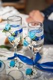 Dekoracyjni szkła panny młode na bufeta stole zdjęcia stock