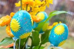 Dekoracyjni Wielkanocni jajka z kwiatami Zdjęcia Stock