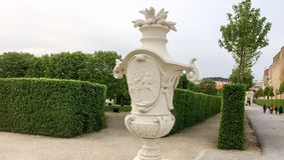 Dekoracyjny łzawica w parku fotografia royalty free