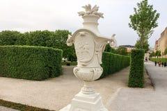 Dekoracyjny łzawica w parku zdjęcia stock