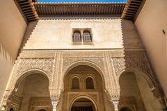 Dekoracyjny arabesk w Mexuar izbowy Alhambra w Granada, Hiszpania zdjęcia stock