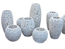 Dekoracyjny biały gliniany naczynie z wzorem odizolowywającym na bielu plecy zdjęcie stock