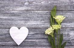 Dekoracyjny biały drewniany serce Zdjęcie Royalty Free