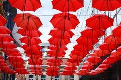 Dekoracyjny Czerwony Parasol zrozumienia Sunshade sufit z rzędu Obrazy Royalty Free