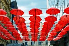 Dekoracyjny Czerwony Parasol zrozumienia Sunshade sufit z rzędu Fotografia Royalty Free