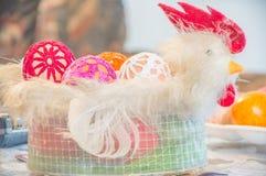 Dekoracyjny kogut z Easter jajkami Fotografia Stock
