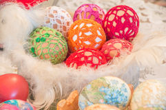 Dekoracyjny kogut z Easter jajkami Zdjęcia Stock