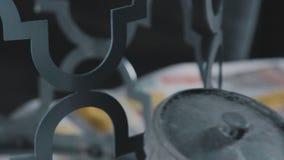 Dekoracyjny metalworking: tworzenie openwork dekoracyjny metal zbiory wideo