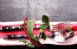 Dekoracyjny miejsca położenie wiązał z liśćmi i arkaną Zdjęcie Royalty Free