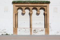 Dekoracyjny miejsce z kolumnami i zamykać żaluzjami Tradycyjny Mo Obraz Royalty Free