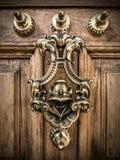 Dekoracyjny Mosiężny Drzwiowy Knocker Obrazy Stock
