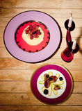 dekoracyjny naczynie z ogórkami Zdjęcie Royalty Free