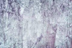 Dekoracyjny narzut z nier?wn? tekstur? Stara gipsuj?ca ?ciana z plamami i narysami Zmrok - szarość kit blank fotografia stock