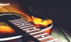 Dekoracyjny plumelet na sznurkach gitara Fotografia Stock