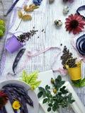 Dekoracyjny sezonowy życie przepiórek jajka wciąż, owoc, jagody, warzywa, pikantność na lekkim tle fotografia royalty free