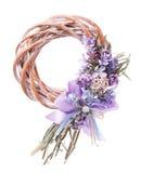 Dekoracyjny wianek na drzwi z kwiatami odizolowywającymi Zdjęcia Royalty Free