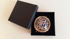 Dekoracyjny, złoty lustro w pudełku, Obraz Royalty Free
